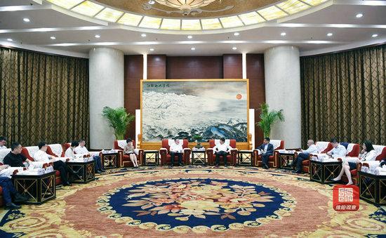 《【星图娱乐主管】市政府与华为公司在蓉举行工作会谈》
